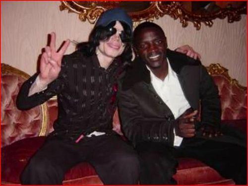 -with-Akon-michael-jackson-9238852-641-481.jpg